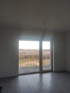 pokój w mieszkaniu, widok z okna