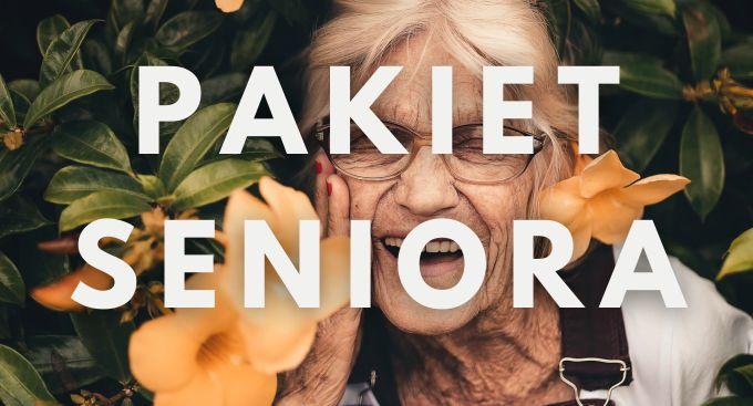 Na zdjęciu uśmiechnięta seniorka wśród żółtych kwiatów i napis Pakiet Seniora